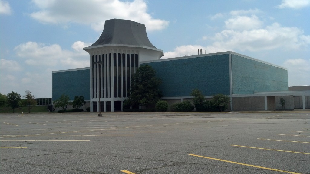 The grand Lazarus department store at the Richland Mall in Ontario, Ohio, sits empty. (Photo by Michael E. Grass)
