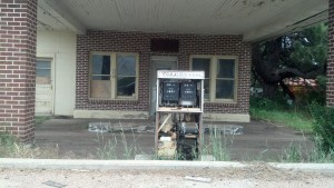 An abandoned gas station in Roscoe, Neb. (Photo by Michael E. Grass)