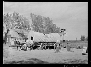 In 1942, John Vachon photographed this roadside tourist attraction off U.S. 30 in Kearney, Neb. (Photo by the U.S. Farm Security Administration via Library of Congress >>)