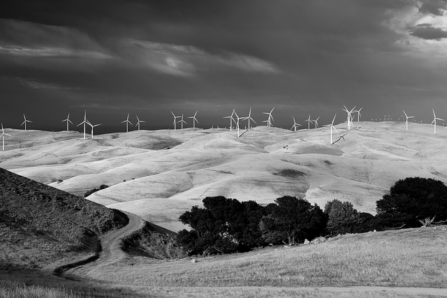 Altamont Pass crossing the Diablo Range from the Central Valley into the Bay Area (Photo by Flickr user John Loo via CC BY 2.0 >>)